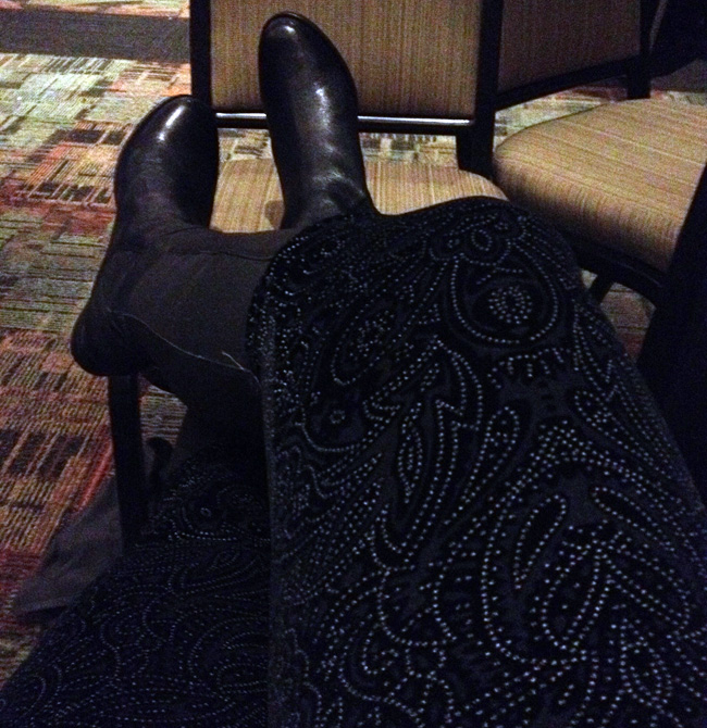 My tights had a nifty pattern in the velvet. Here's proof!